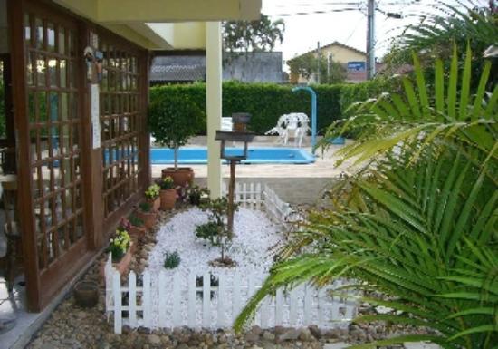 Pousada Marolas : Vista desde el ingreso a la piscina