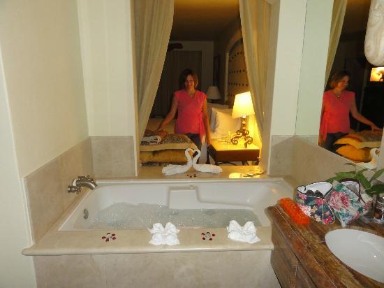 Marquis Los Cabos All-Inclusive Resort & Spa: Romantic turndown & bubble bath