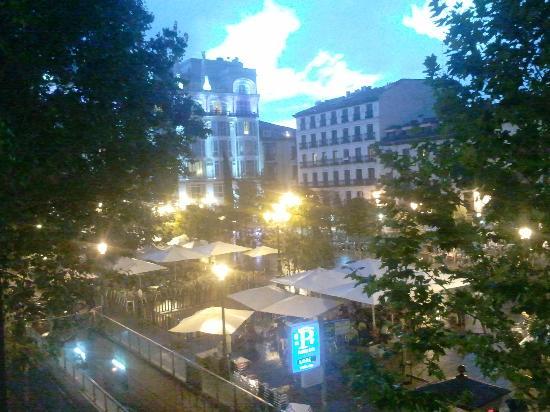 Hotel Miau: Plaza Santa Ana desde el balcón del hotel