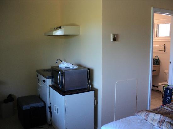 Kingston Motel East: coin cuisine et salle de bain