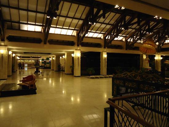 Ramada Bintang Bali Resort: Lobby Area.