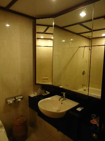 ‪‪Ramada Bintang Bali Resort‬: Superior Room - Bathroom.‬