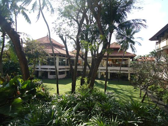 Bintang Bali Resort: View of the grounds looking towards the lobby.
