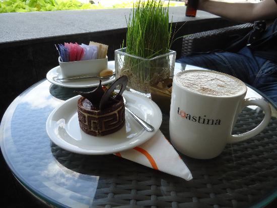 Sheraton Nha Trang Hotel and Spa: бар TOASTINA