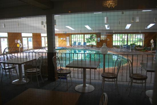Festival Inn: huge lovely pool area!