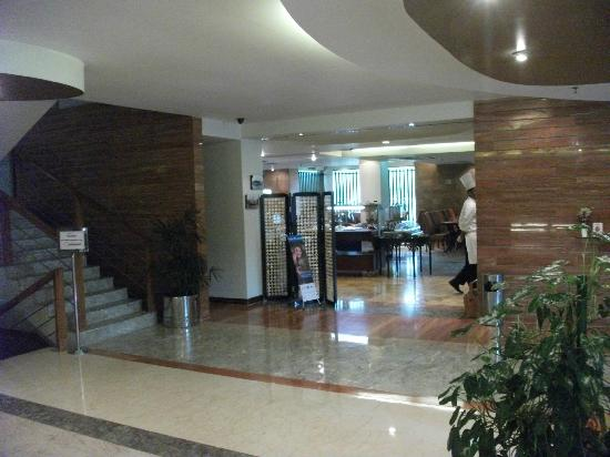 Lakeshore Hotel & Apartments : foyer