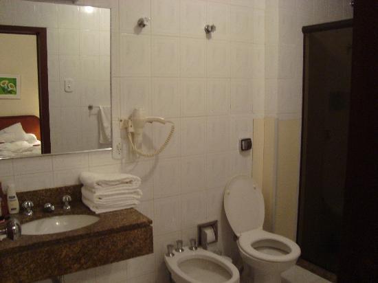 Grande Hotel Canada: baño de la habitacion