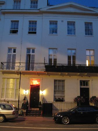 Lynton Hotel London: Outside shot of the Lynton Hotel