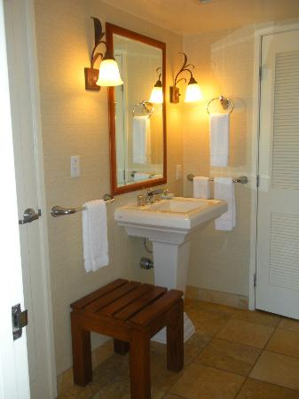 Ka'anapali Beach Club: In-suite (2nd sink)