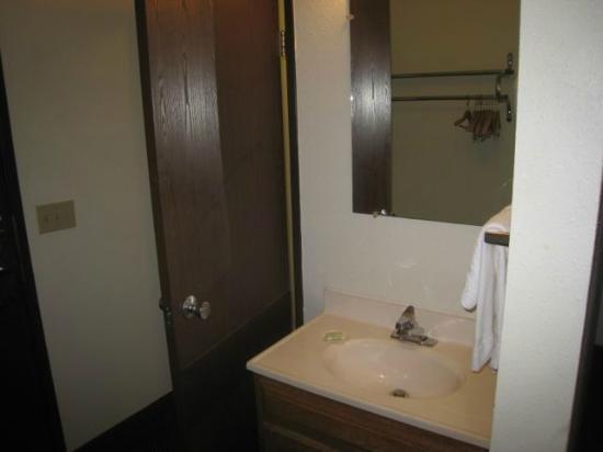 Fargo Inn & Suites : Vanity