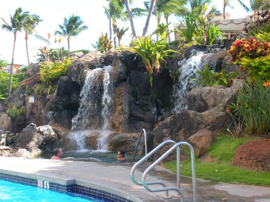Ka'anapali Beach Club: Poolside Waterfall