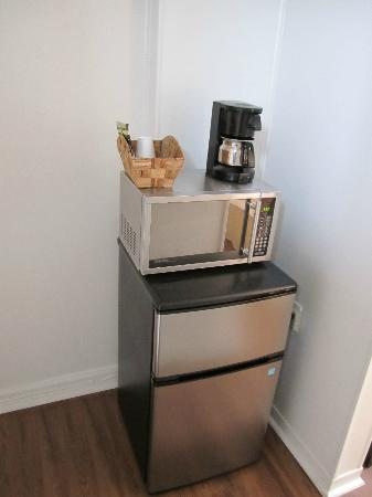 The Rex Motel: Microwave & Fridge