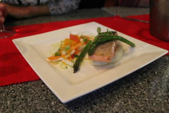 Salt Seafood Bar and Grill: Delicious Atlantic Salmon