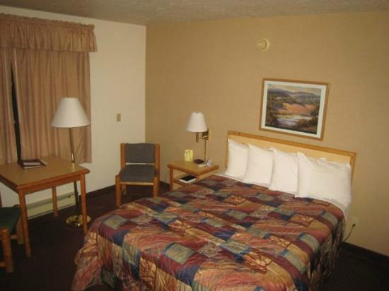 Campus Inn Missoula: Another view of the single room