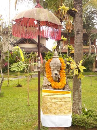 Kertiyasa Bungalow: Resident Ganesha deity, Kertiyasa