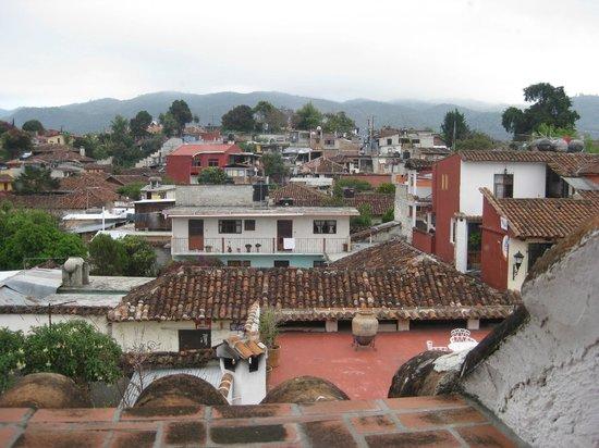 Hotel Posada Jovel: Vista de la terraza del hotel.