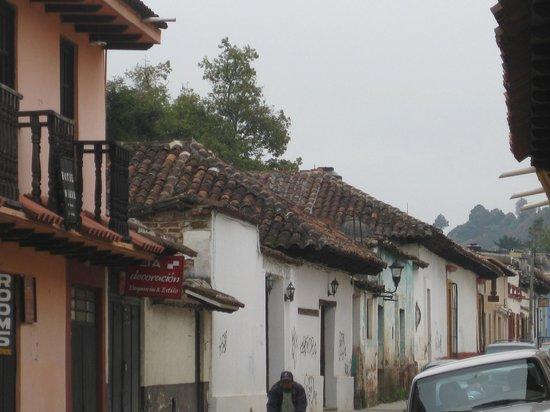 Hotel Posada Jovel: Calle de donde está el hotel.