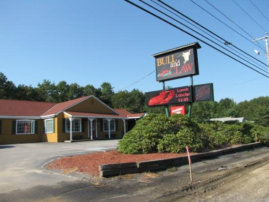 Bull And Claw Some Of The Best Service Seafood In Wells Maine