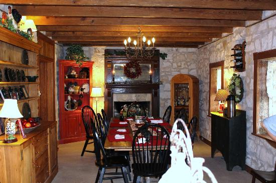 Chuckwagon Inn Bed & Breakfast: Where breakfast & fun is served!