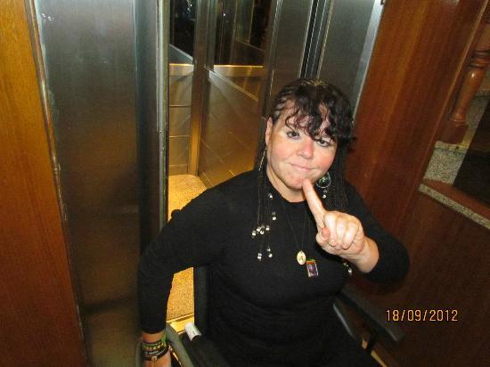 Gran Hotel de la Paix : Cadeira De Rodas Não Cabe Na Porta Do Elevador