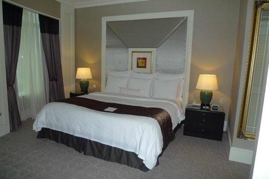 JW Marriott Hotel Kuala Lumpur: Bed in room 1822