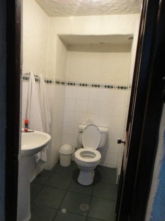 La Casa De Sillar: Bathroom -- very clean, good hot water.