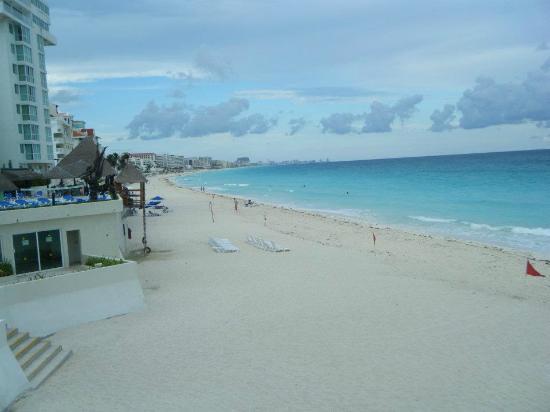 Oleo Cancun Playa: VISTA DESDE LA ALBERCA