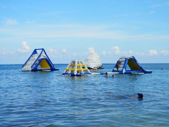 Paradise Beach: toys