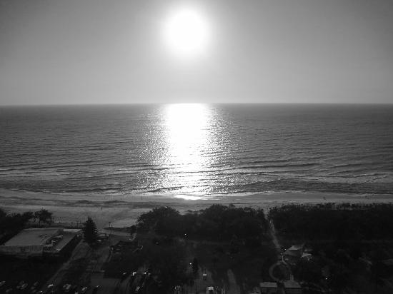 Peppers Broadbeach: Lounge Room View - Premium Ocean Suite Tower 1 Lv30
