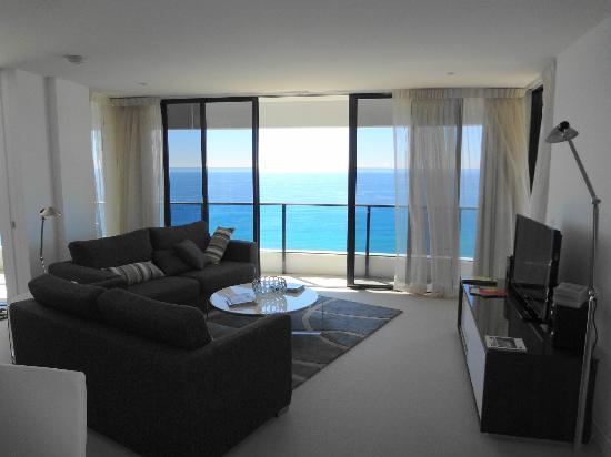 Peppers Broadbeach: Lounge Room - Premium Ocean Suite - Tower 1