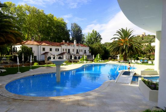 Hotel dos Templarios: Parte da piscina, muito bem cuidada, linda!