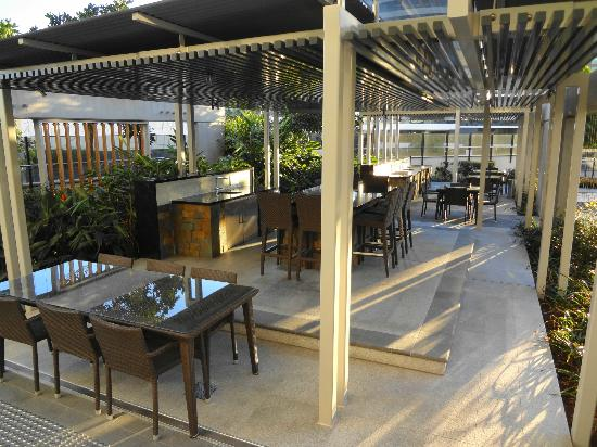 Peppers Broadbeach: Fantastic BBQ Area - Level 4