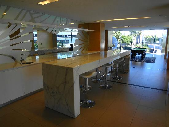 Peppers Broadbeach: Club Lounge Bar Area