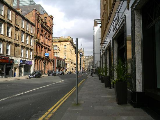 Hotel Indigo Glasgow: Street outside