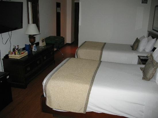 NH Bogota Metrotel Royal: My room