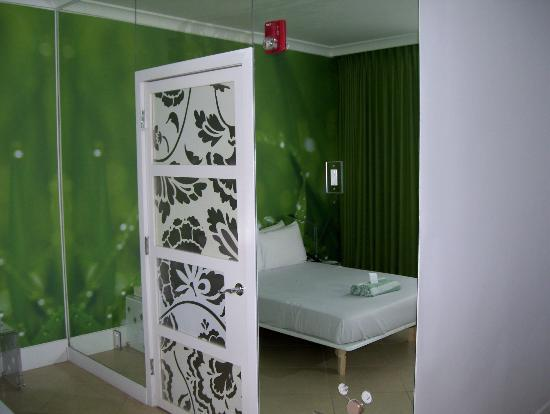 The President Hotel - Miami Beach: THE BEDROOM