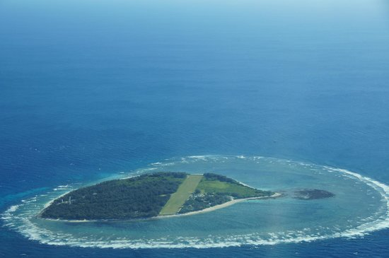Lady Elliot Island Day Tour: view from the plane- coming into land