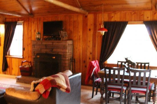 The Evergreens on Fall River: Fireplace and dining area