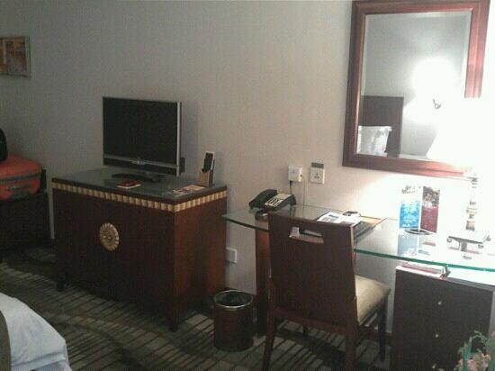 Beijing Jianguo Hotel: work area executive room