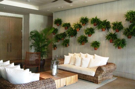 The Modern Honolulu: Lounging area
