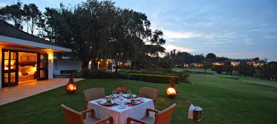 Fairmont Mount Kenya Safari Club: Dining outside the William Holden Cottages