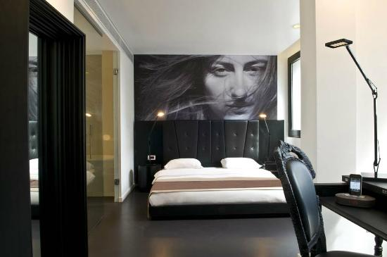 B-aparthotel Regent: Black room - furniture by Moooi!