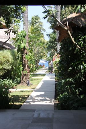 Mercure Resort Sanur: On the way to the beach