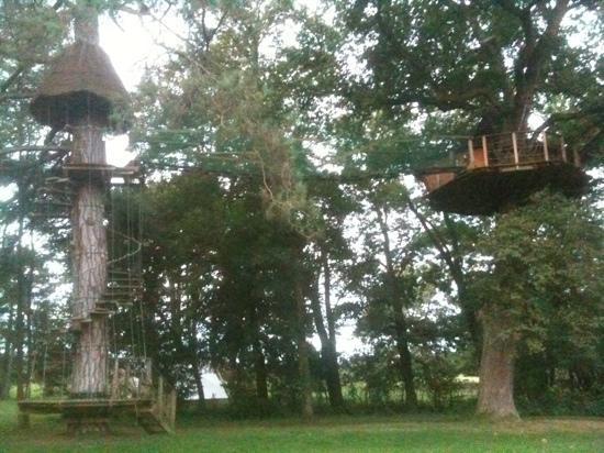 Domaine De Poiseuil: la cabane au milieu de parc avec une belle vue