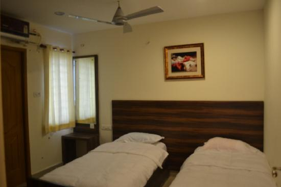 Red Sun Serviced Apartments: Twin Cots