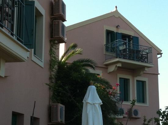 Dafnoudi Hotel: l'esterno.