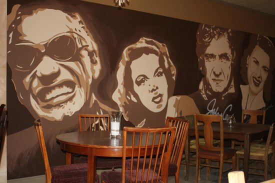 From Scratch Italian Bistro: Really cool walls