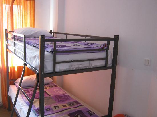Explorers Hostel: bedroom