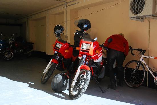 Sampiero Corso : Garage moto