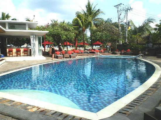 Kuta Seaview Boutique Resort & Spa: Pool and bar area